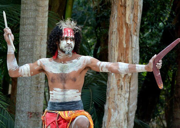 Бумеранг - главное оружие австралийских аборигенов