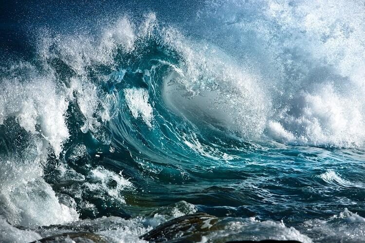 Голос моря часто слышат накануне шторма