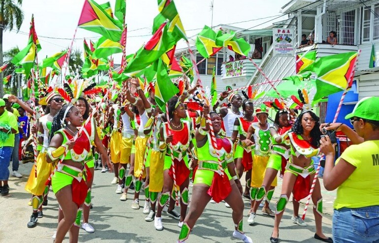 Фестивали гайанцев - это взрыв красок и эмоций