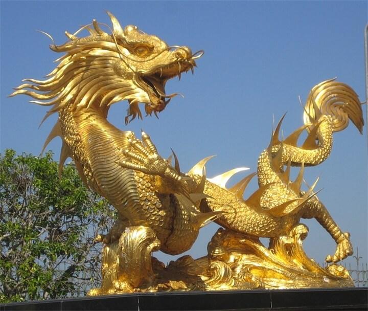 И сегодня Золотой Дракон охраняет свою родину от бед