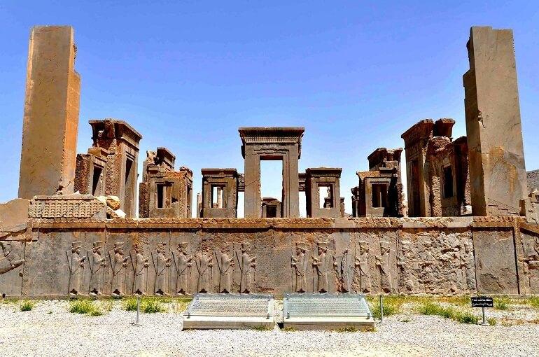 Дворцы древних персов хранят остатки былого великолепия