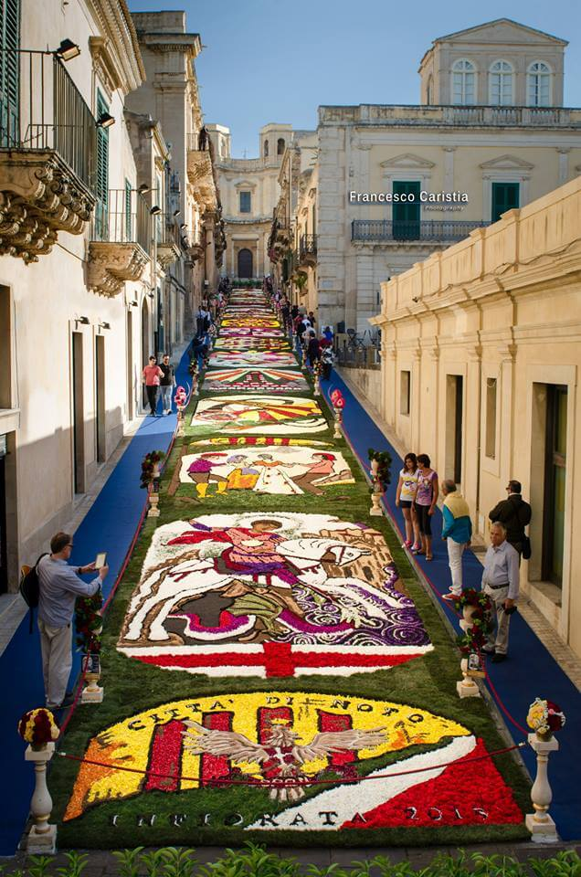 Фестиваль цветов в Сицилии
