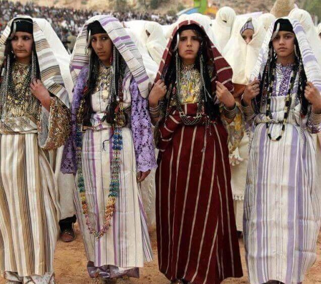 Ливийские девушки в национальных костюмах