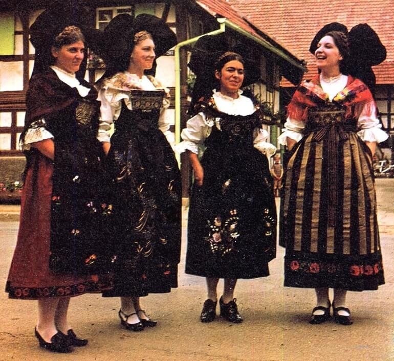 Национальный женский наряд жителей Эльзаса