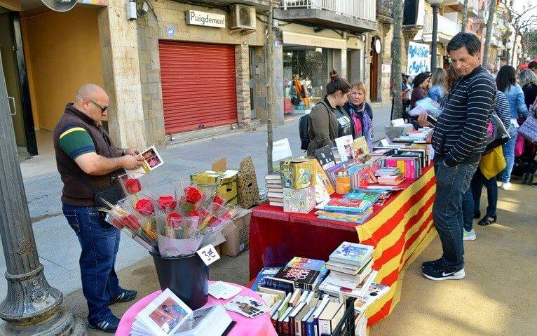Праздник Сент-Жорди у каталонцев напоминает своеобразный День Влюблённых