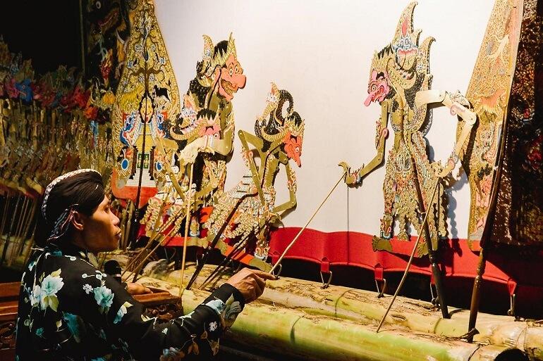Яванцы создали театр ваянг-бебер