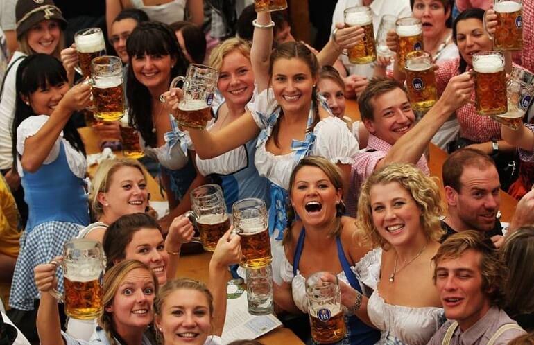 Ежегодно в Праге проводится Пивной фестиваль