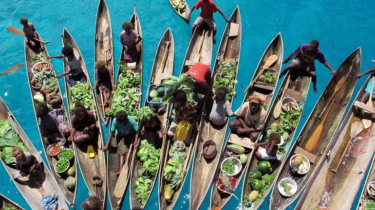 На таких каноэ меланезийцы рыбачат и путешествуют