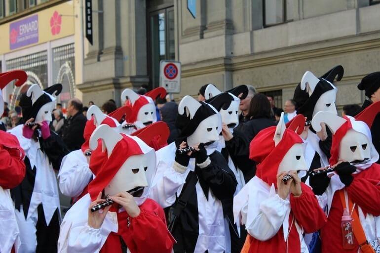 В День Бертольда проходят парады масок