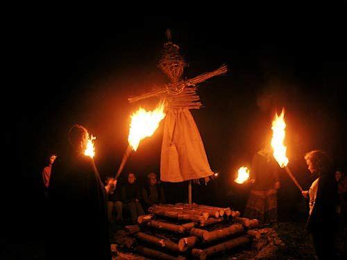 Во время некоторых праздников чехи сжигают ведьм