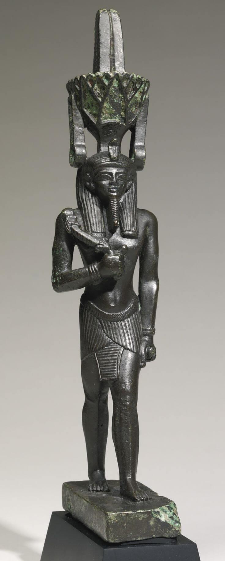 Бронзовая скульптура Нефертума