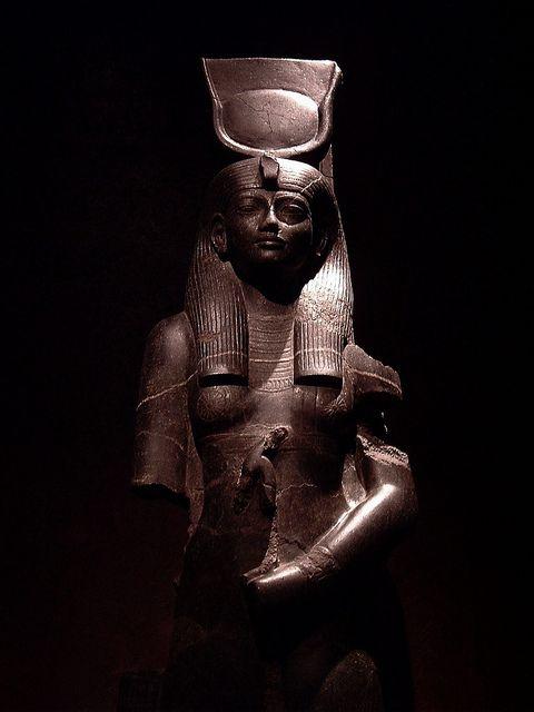 Древнее изваяние богини Хатхор