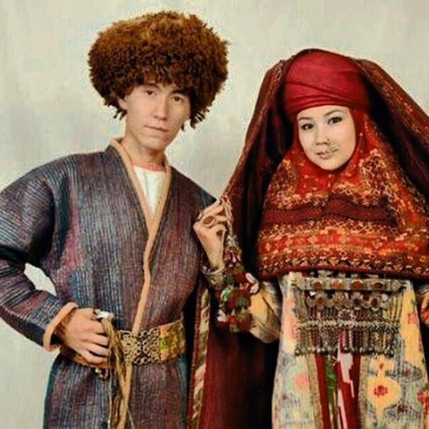 Каракалпаки в национальных костюмах