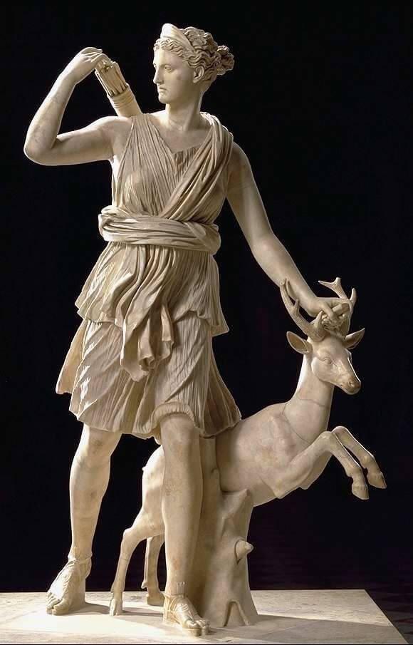 Скульптура Артемиды в Лувре