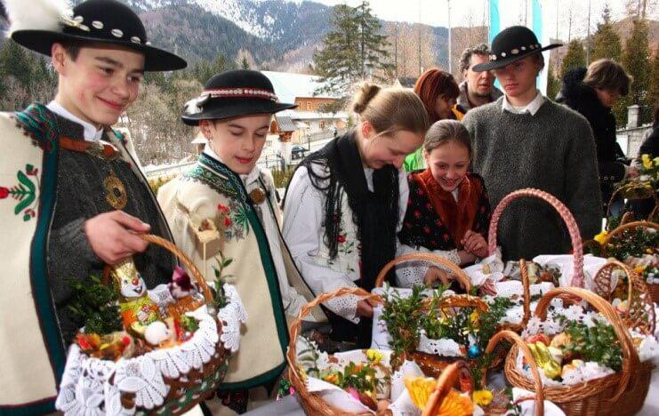 В пасхальных корзинках поляки кладут сдобные бабки, пряники-мазурки и домашние колбасы