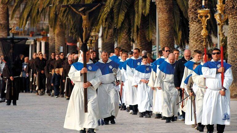 За крестом - Пасхальное шествие хорватов