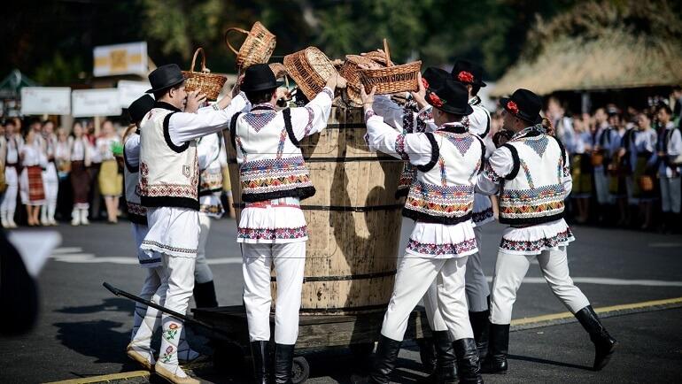 На молдавских праздниках много занимательных обычаев