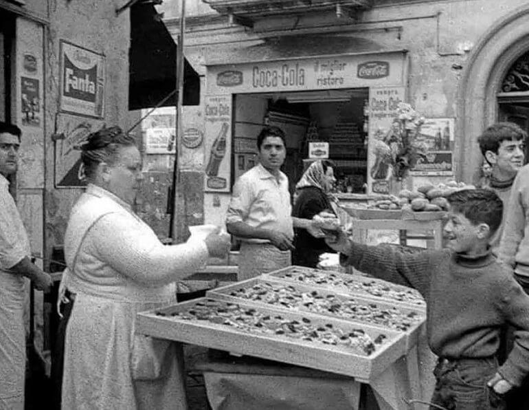 Приготовления зепполе, традиционного блюда праздника