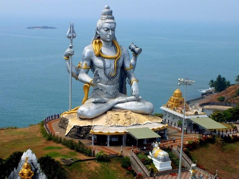 Изваяние Шивы в Мурудешваре, его высота более 40 метров