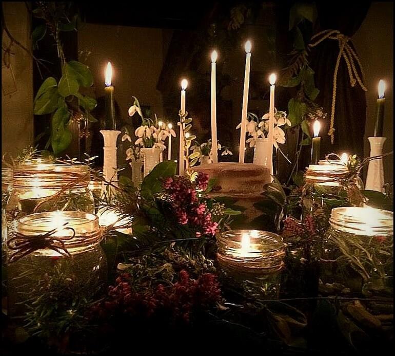 Свечи - неизменный атрибут Имболка