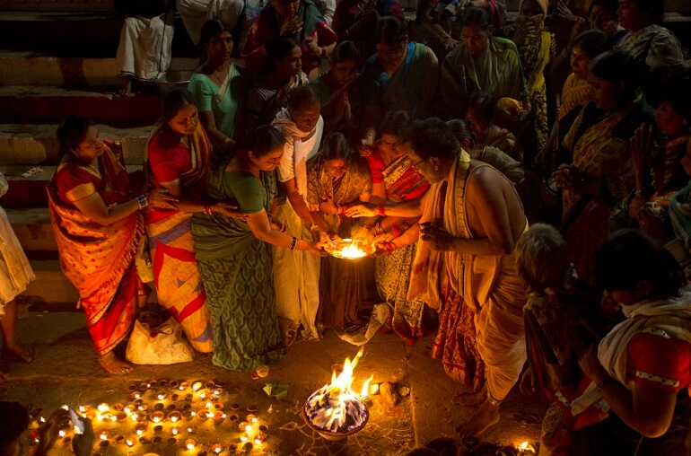 Зажжение свечей в честь Махашиваратри
