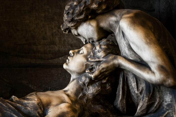 Танатос уносил души умерших в иной мир