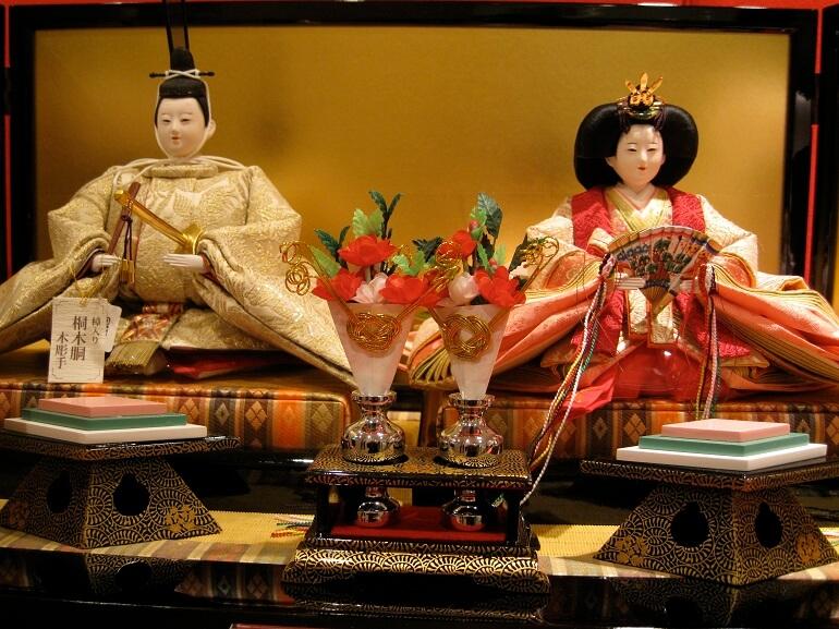 У Императора и Императрицы самые богатые костюмы