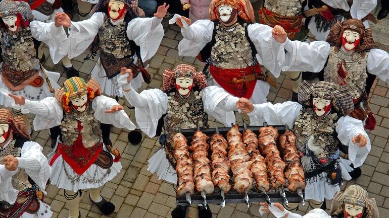 В Греции Апокриес связан со вкусными угощениями