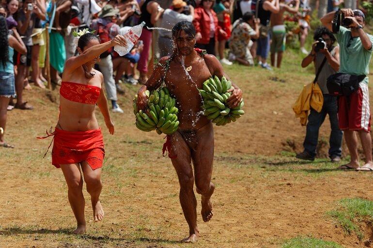 Бег с бананами - одно из самых популярных соревнований Тапати рапа Нуи