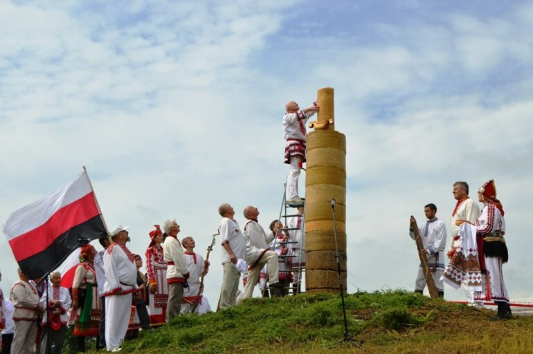 Эрзянская свеча - символ праздника Раськень Озкс