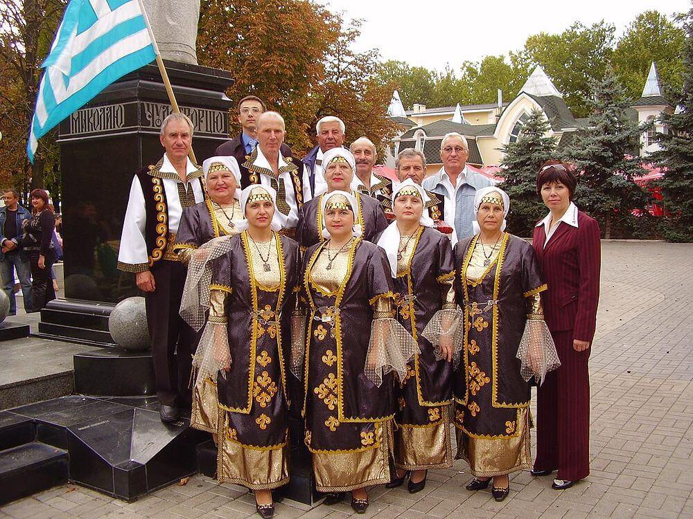 Греки Приазовья в национальных костюмах