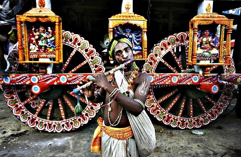 Раха-Ятра хранит массу старинных обычаев