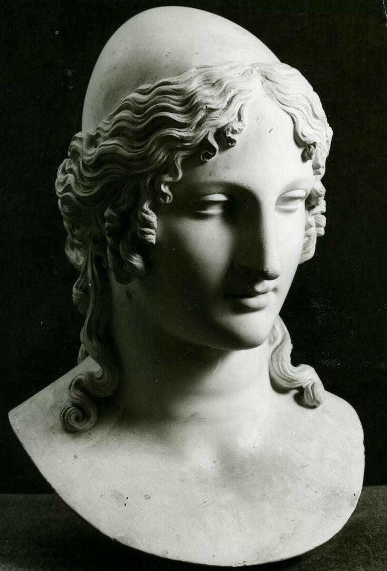 Скульптура Елены Прекрасной