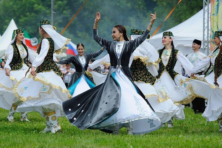 Во время праздников башкиры исполняют народные танцы