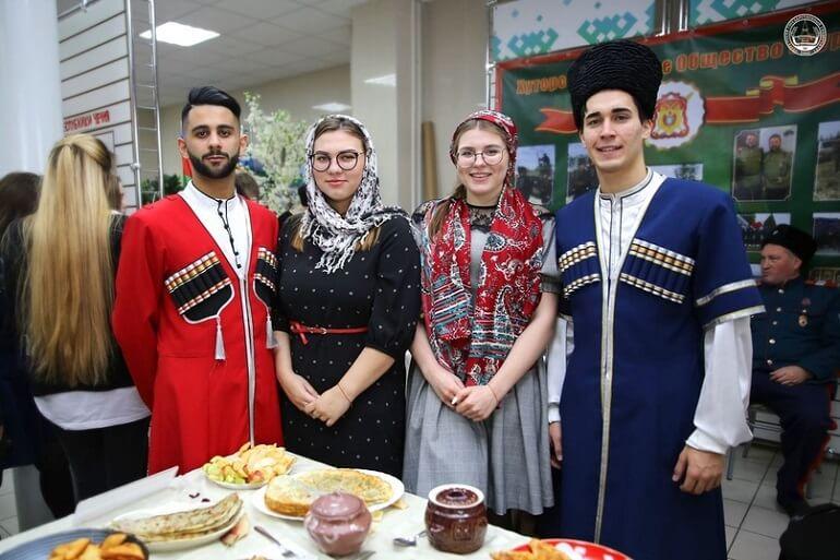 Чеченцы из поколения в поколение хранят традиции гостеприимства