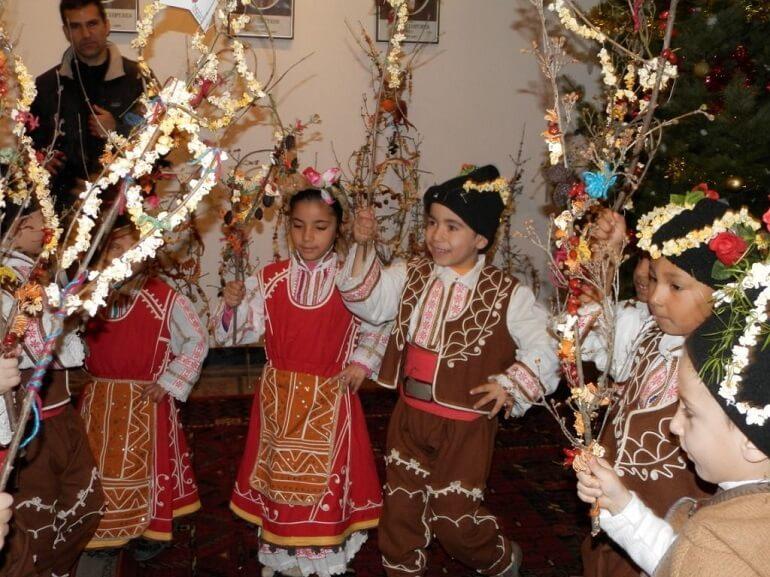 Дети особенно любят праздник Сурва