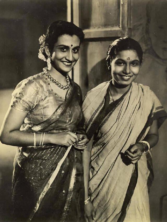 Индийские девушки в национальных костюмах