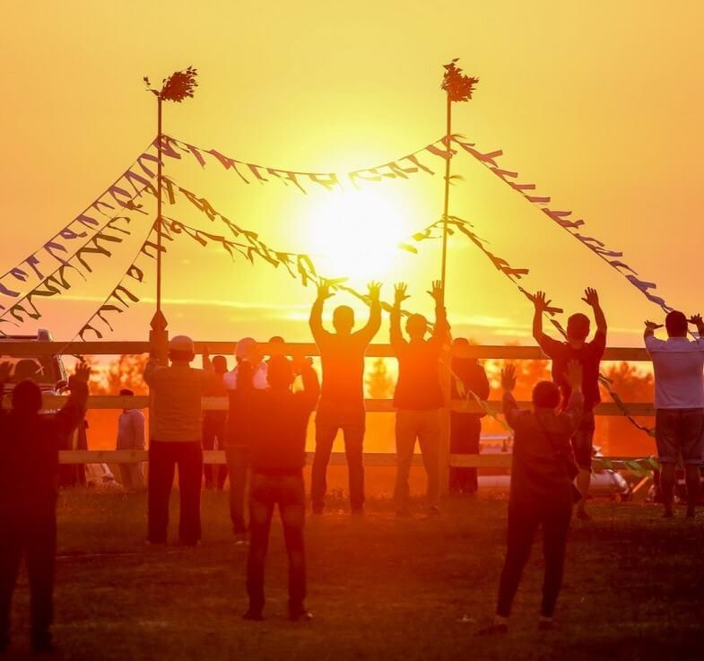 На Ысыах якуты встречают солнце