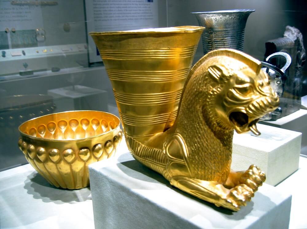 5-го века до н. э. Ахеменидские золотые сосуды. Метрополитен-музей, Нью-Йорк.