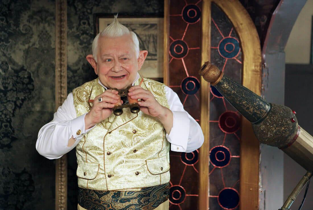 Актер Олег Табаков в роли Старейшины во время съемок фильма «Тот еще Карлосон!»