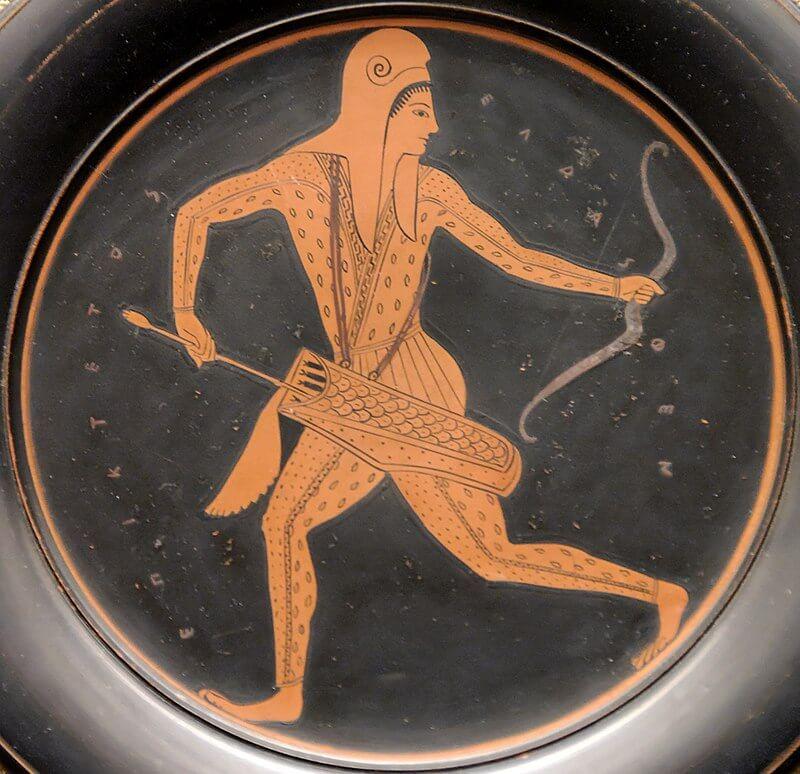 Аттикская Краснофигурная вазопись показывающий Скифского лучника, работа вазописца Эпиктета, ок 520–500 г д.н.э. Британский музей