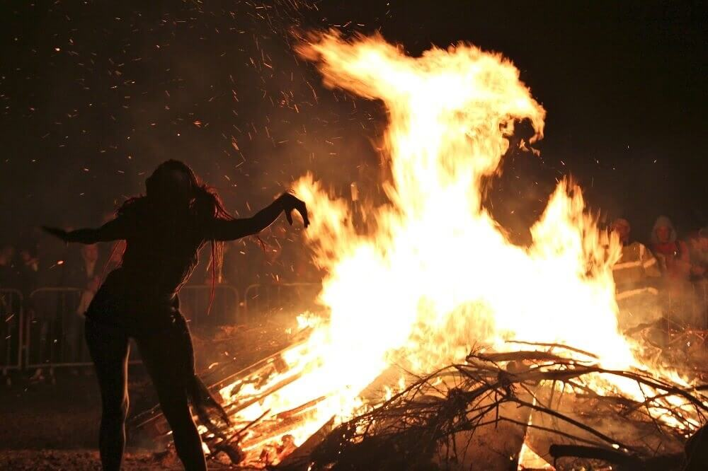 Белтейн Фестиваль огня 2012 костер на Калтон Хилл, Эдинбург, Шотландия Стефан Шефер