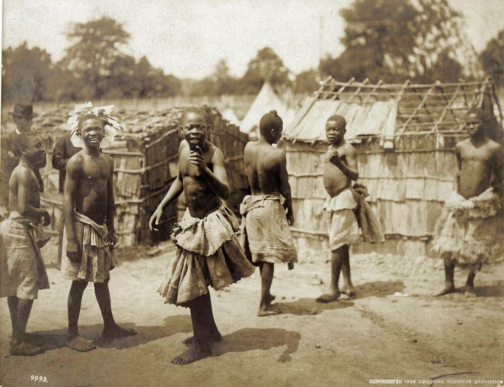 Группа пигмеев с кафедры антропологии на Всемирной выставке 1904 года. MONUSCO Photos