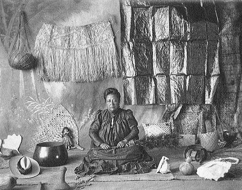 Канака Маоли Вахин Внутри Соломенного Хейла Оаху, Гавайи, 1915 Год.