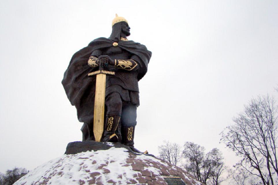 Памятник князю Малу в центральном парке Коростеня