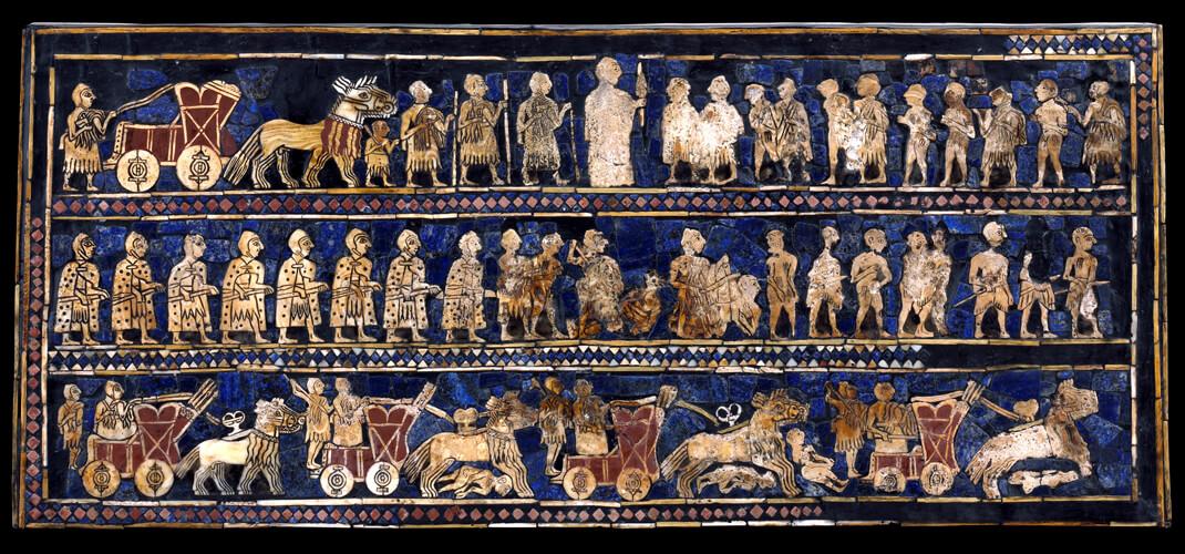 Пожалуй, самый культовый артефакт из царских гробниц-Штандарт Ура. Он был найден в одном из больших захоронений рядом с телом солдата. Леонард Вулли называл его штандартом, потому что считал, что его несли на шесте во время процессий короля.