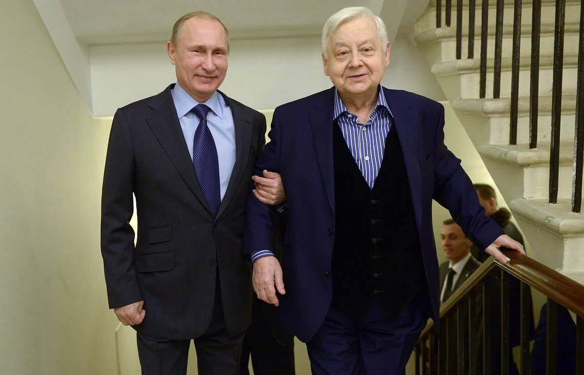 Президент России Владимир Путин и Олег Табаков