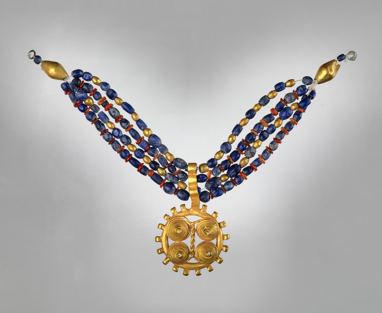 Шумерское ожерелье из золота и лазурита