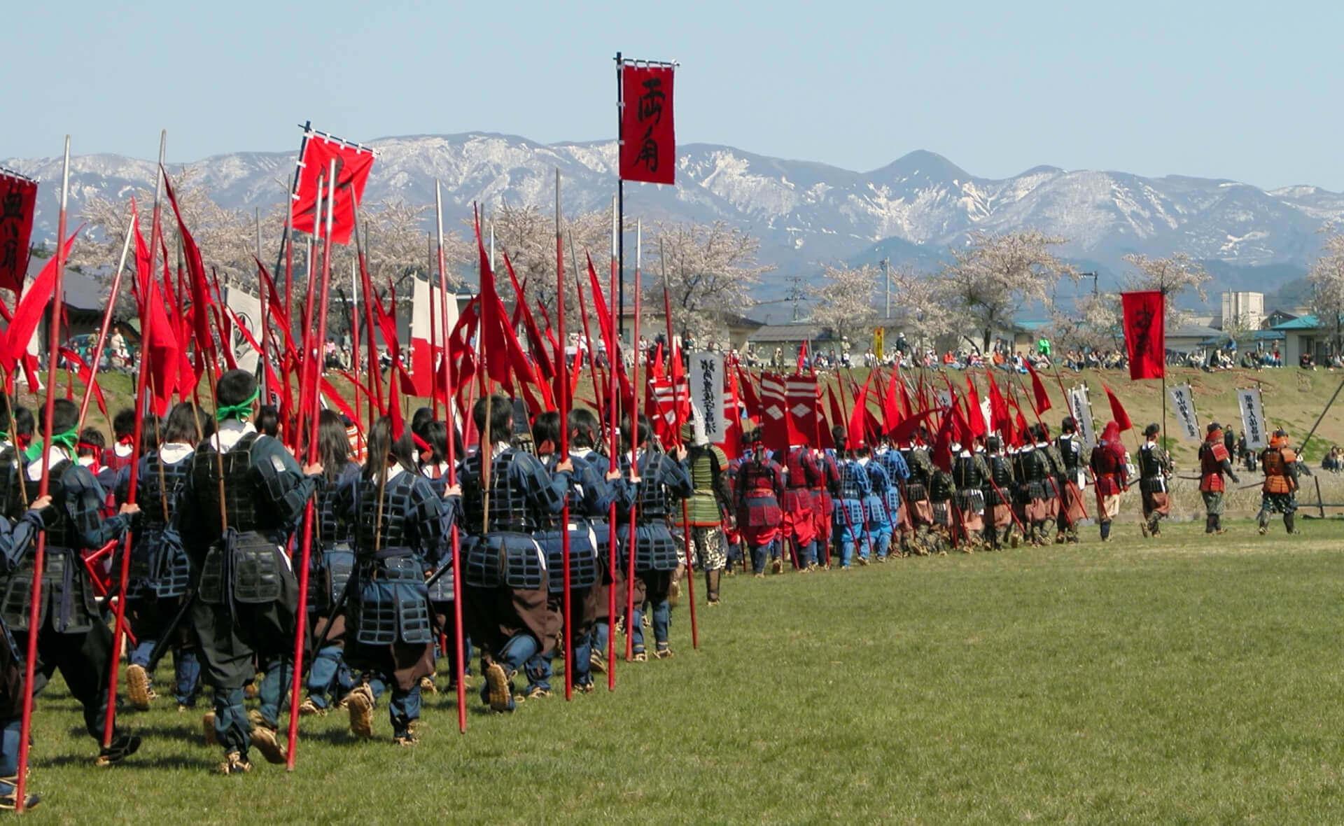 Традиционная средневековая японская армия (клан такэды)реконструкция на фестивале Йонезава