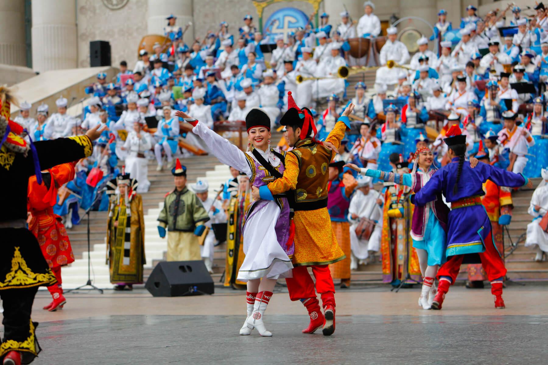 Выступление монгольского ансамбля на площади Сухэ-Батора, Улан-Батор Zazaa Mongolia